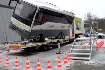 Apprendre à évacuer des blessés avec un autocar pédagogique