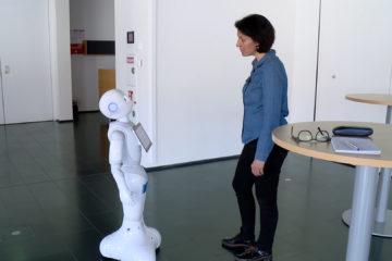 """Robot """"Pepper"""" et télévision interactive"""