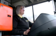 Portait de deux chauffeuses de bus pour le réseau CABUS