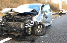 gros accident de la route sur la voie verte