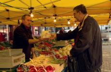 Les beaux jours dynamisent le marché de Sarreguemines.