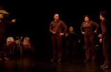 Ivo Livi Ou le destin d'Yves Montand raconté, joué, dansé et chanté sur la scène de l'hôtel de ville de Sarreguemines.