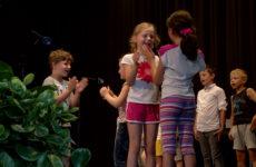 Des écoliers allemands et français ont présenté une petite pièce dans la langue du voisin.