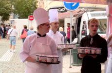 Distribution de soupe au marché